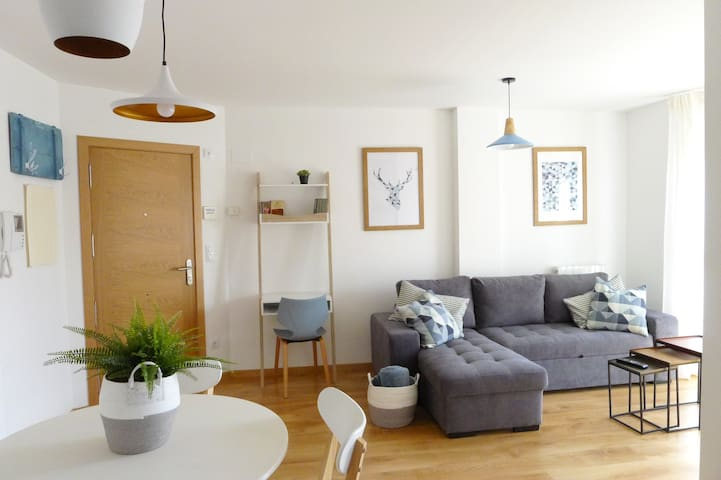 NEW Downtown Cozy Apartment. ★ Parking + Wifi ★