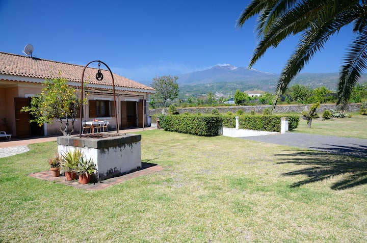 Lovely Villa Near Sea & Mount Etna