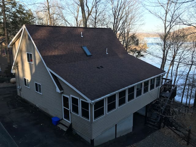 Spacious Lakefront on Wallenpaupack with dock