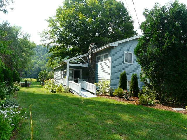 1 BDRM RIVERFRONT VINEYARD COTTAGE - Springfield - Huis