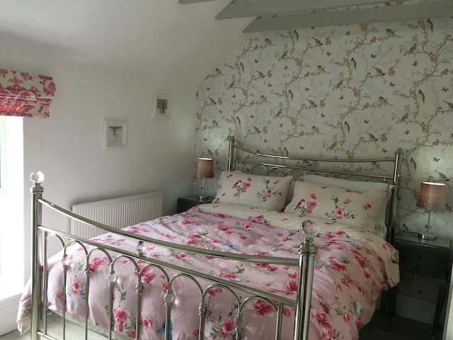 Beautiful master bedroom , king size bed with vaulted ceiling , en-suite shower room
