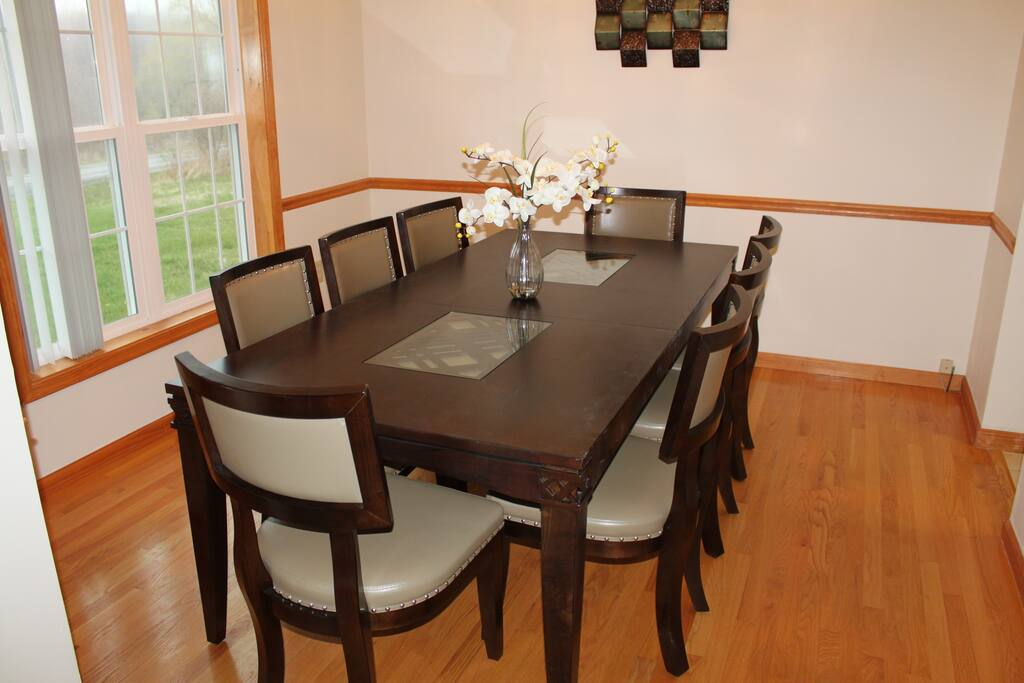 Formal dining room with modern furnishings - seats 8 persons comfortably