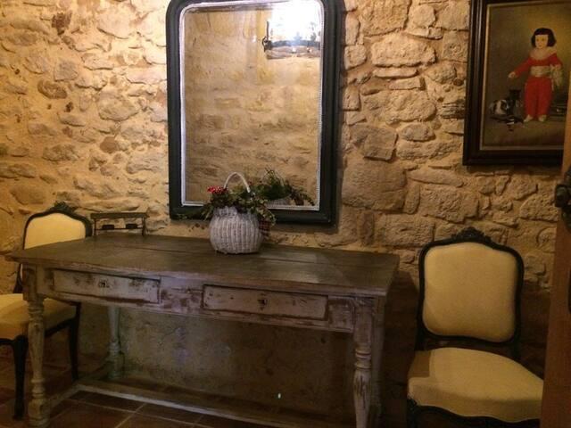 maison de charme  remparts du chateau de Biron