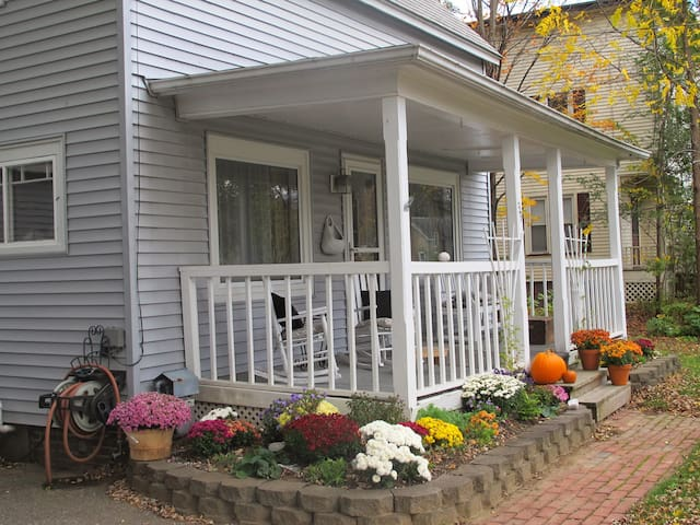 Charming 100 year old cottage - Essex Junction - Casa