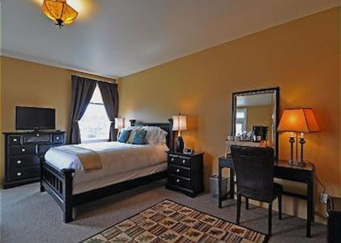 Churchill Suite #2 - Friday Harbor