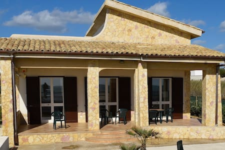 Villa Golden on the Beach - Tre Fontane - Huvila