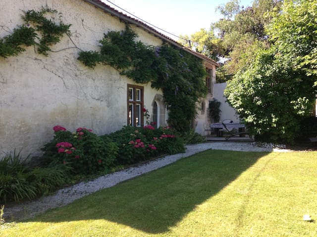 NICE HOUSE CLOSE TO PUY DU FOU AND FUTUROSCOPE - Bressuire - 一軒家