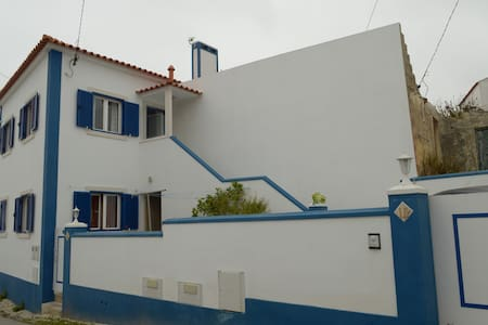 house in a rural village, almoçageme - Colares