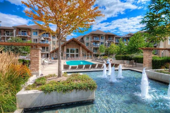 Luxury First Class Resort 1 Bedroom & Den Condo