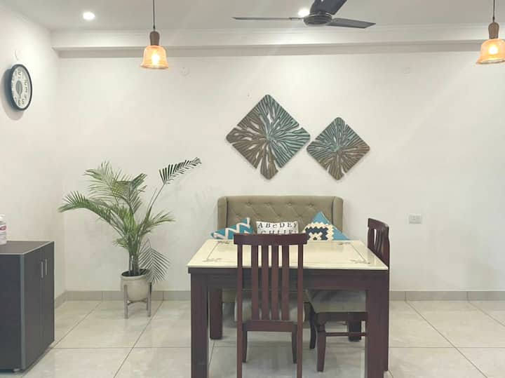 Comfy and Elegant 2 BHK near Metro/Medanta/Fortis