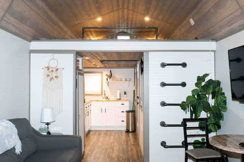 Lofted tiny cottage in scenic Fitzgerald