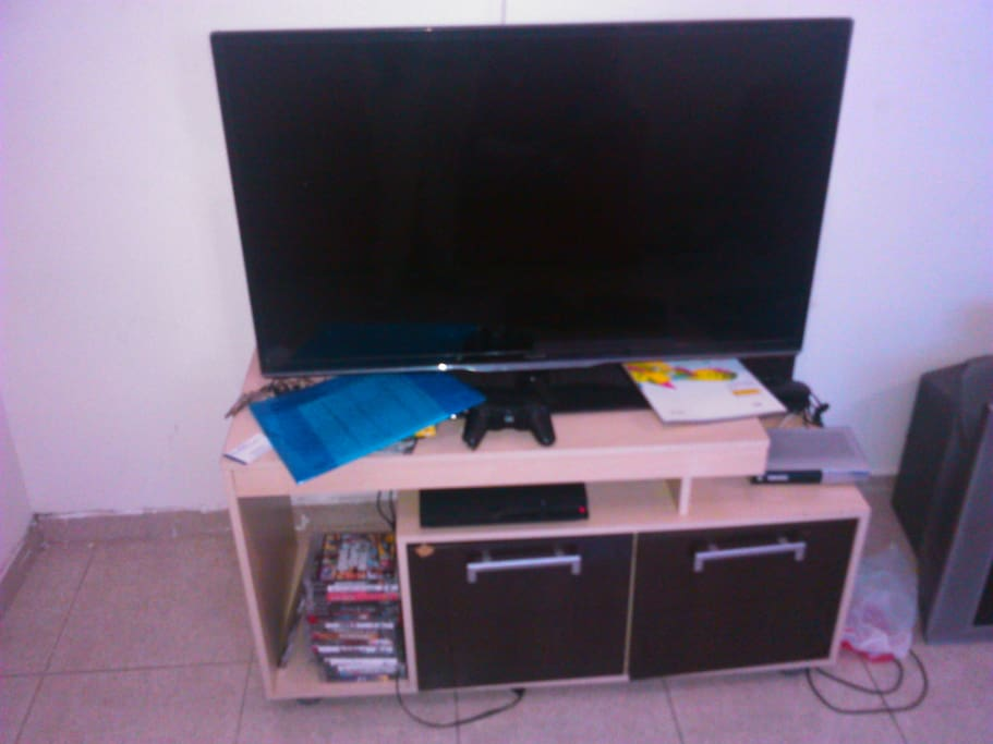 Sala com ótima TV e video-game.