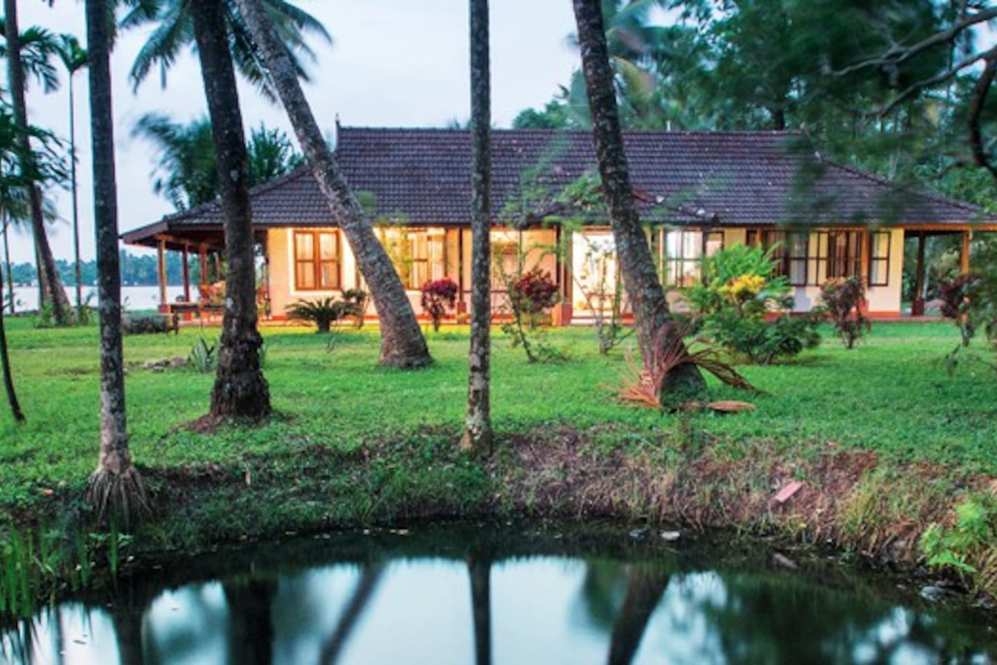 Cottage by the banks of Backwaters... Quite, relaxing and private cottage suitable for 1-4 adults. Natural garden and home cuisine
