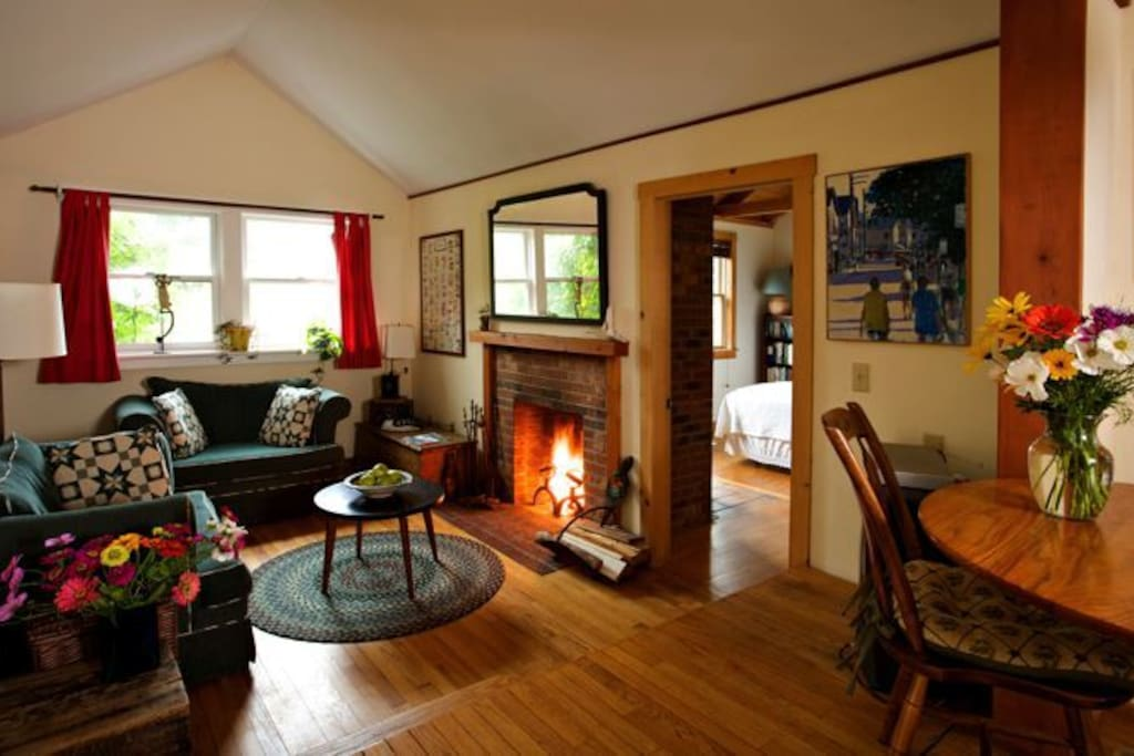 Living room with fireplace in cottage.