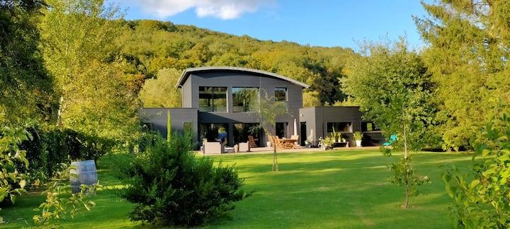 Grande maison contemporaine à la campagne