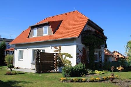 Nice family house in border Prague  - Vestec - Maison