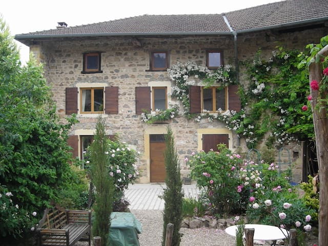 Romantic Farmhouse in Haut Beaujolais, with piano - Saint-Bonnet-des-Bruyères - House
