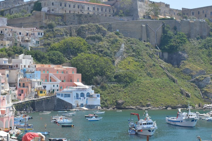 House on the sea - Procida - Daire