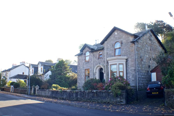 2 king-sized bedrooms, renovated Victorian villa - Langbank - Villa