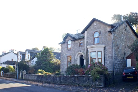 2 king-sized bedrooms, renovated Victorian villa - Langbank