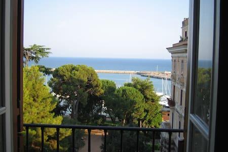 Elegant flat with exclusive seaview - Formia