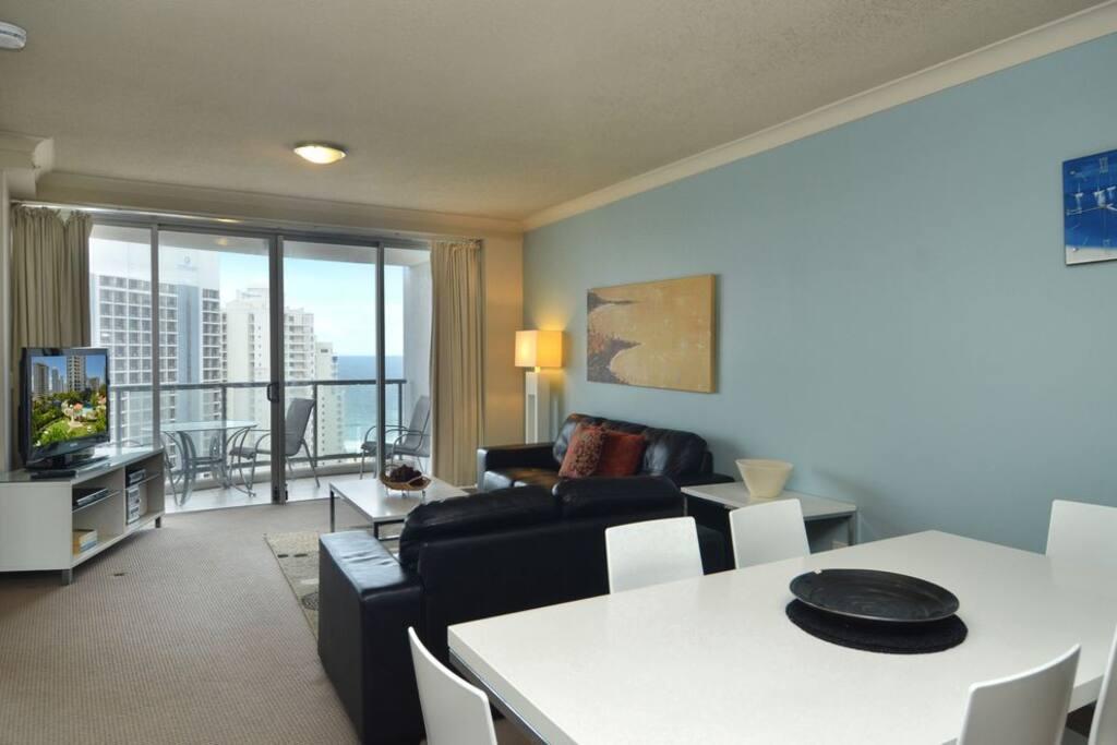 Lounge to Balcony aspect