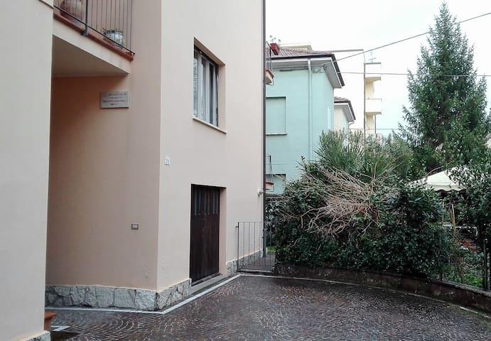 Casa su due piani autonomi, 5 min da mare e centro - Pesaro - Rumah