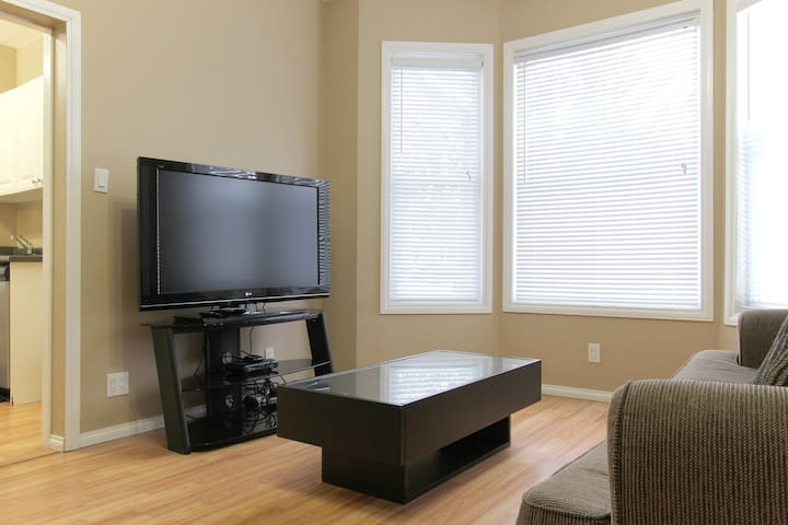 New! Broadway/River/Downtown Suite #2 - Saskatoon - Dom