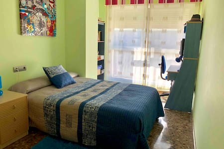 Nice and comfortable room with pool in Vila-real