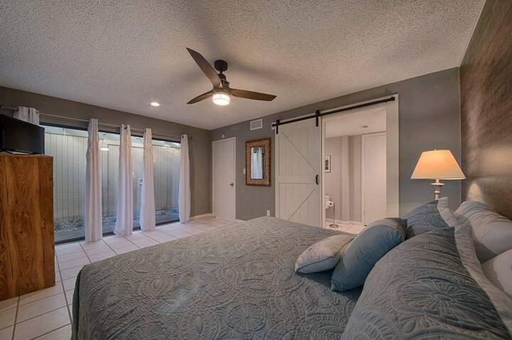 Downstair bedroom - 1 king