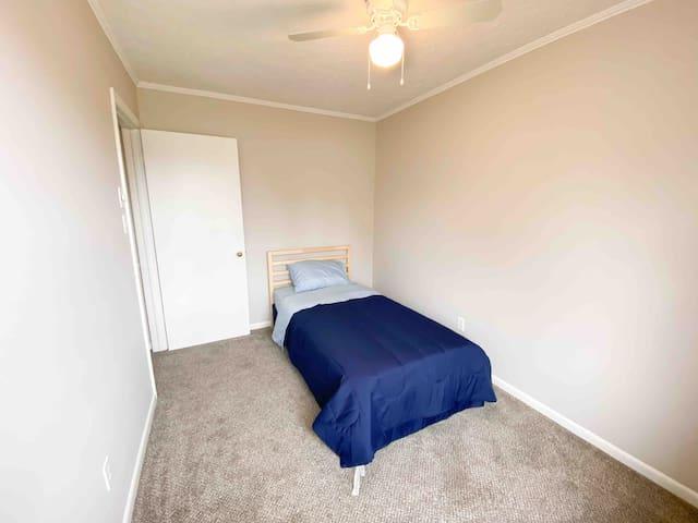 Single bed in 3rd bedroom