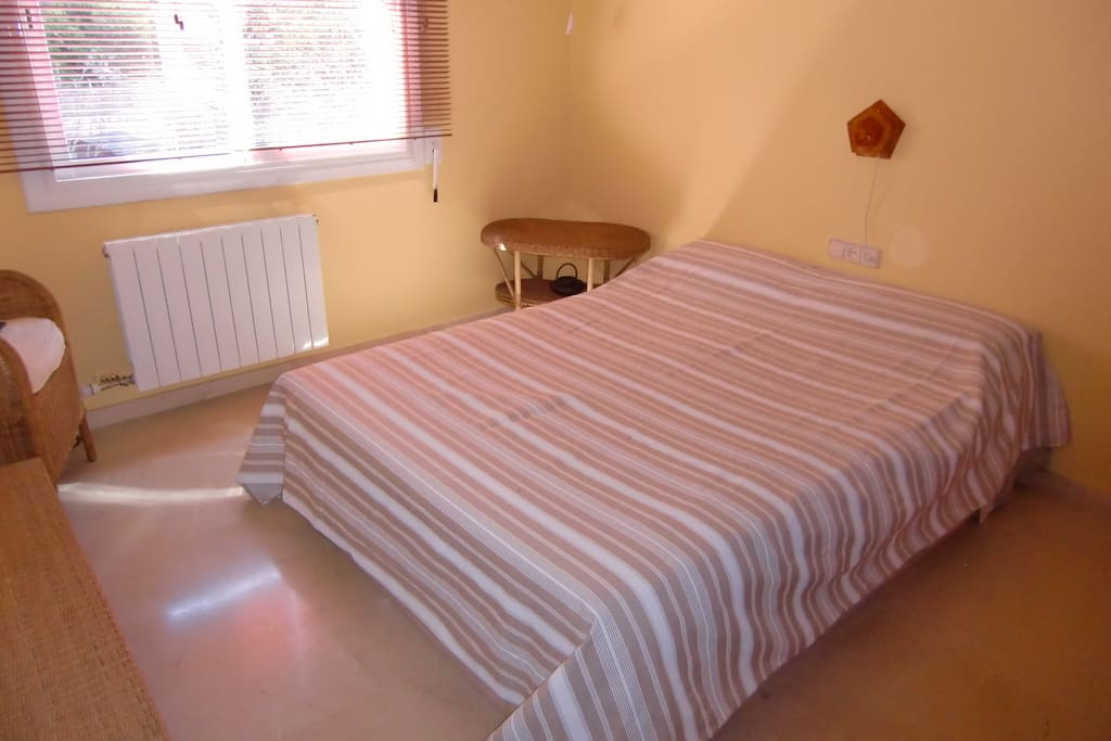 A spacious room with a lot of light (views on the garden / pool), includes 2 cupboards.