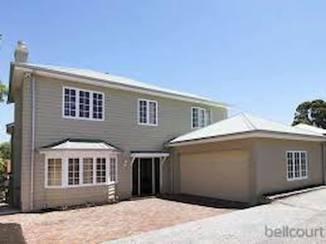 Claremont Central- Ideal for Family - Claremont - Hus