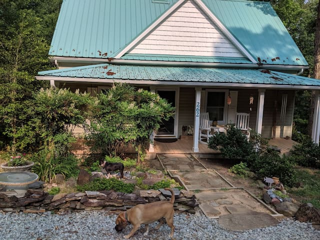 Green Roof Inn .... comfort in the country