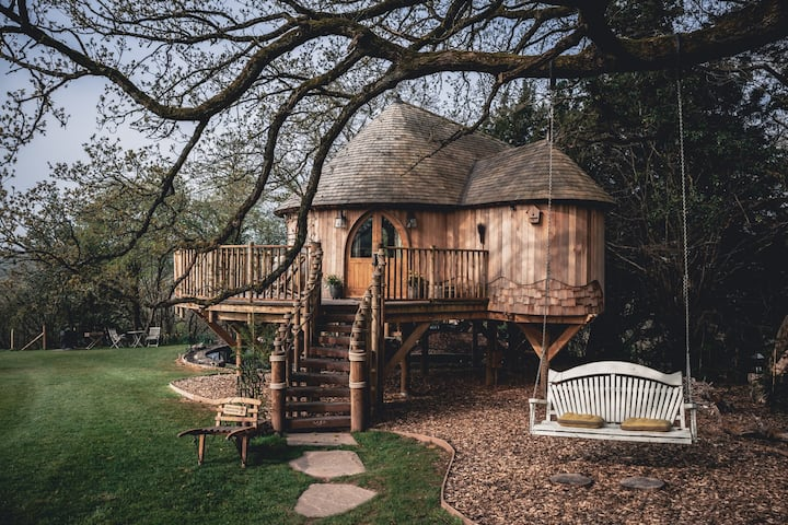 Trewalter, Couples Treehouse in the Brecon Beacons