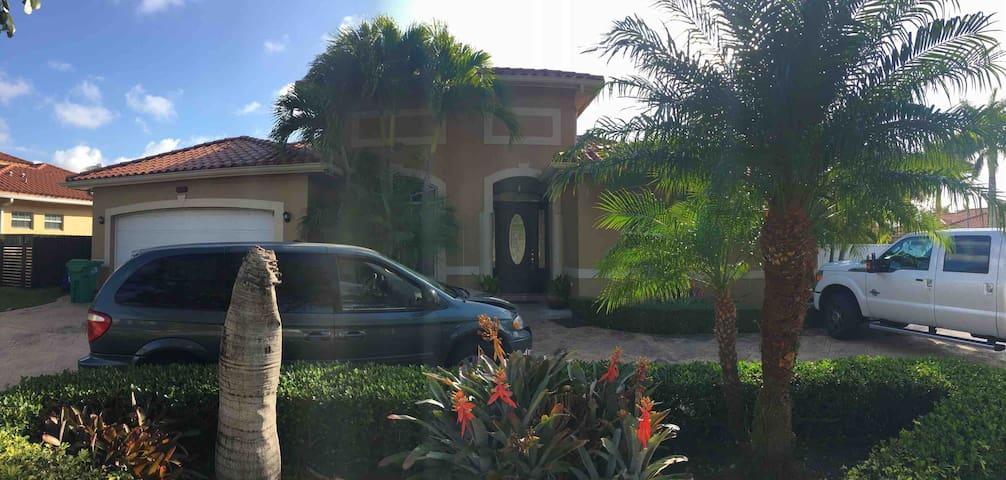 Fabulous Miami Home -4/3