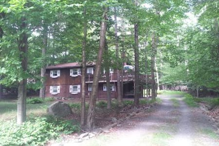 Rustic home in Big Bass Lake - Gouldsboro