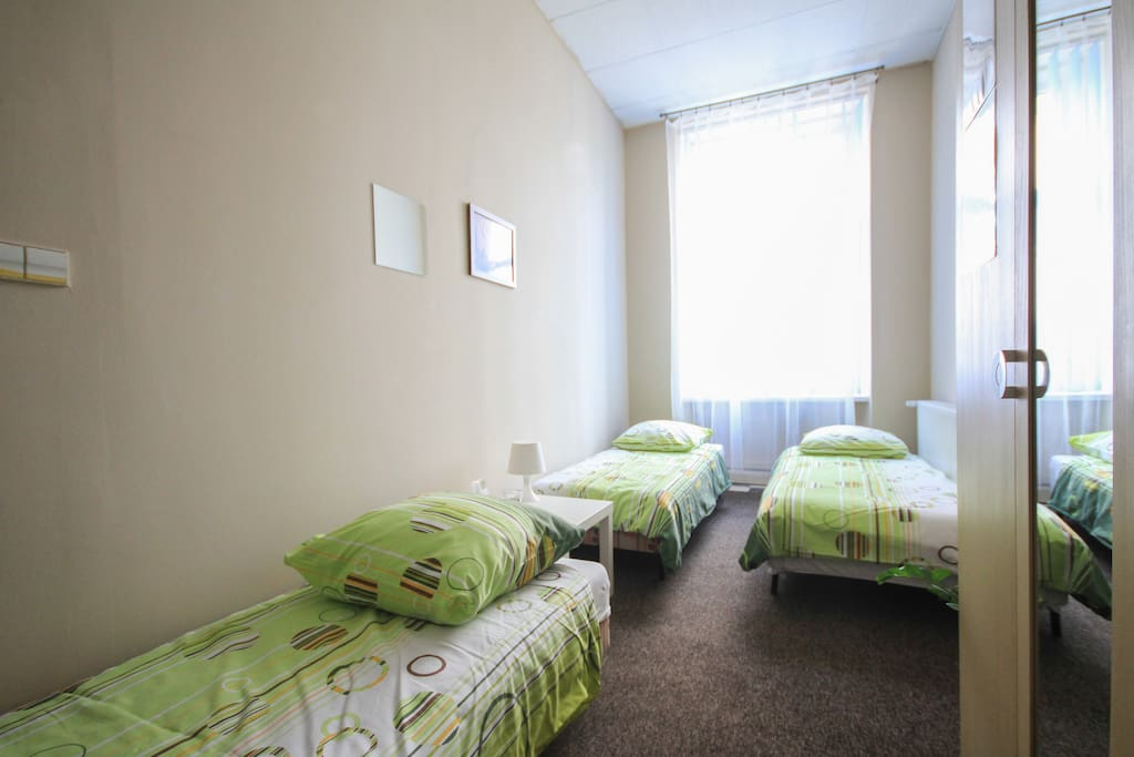 Cynamon Hostel = cheap and quiet!!!