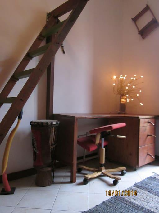 scrivania stanza