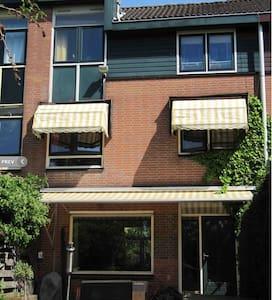 Big house and garden in Amsterdam! - Duivendrecht