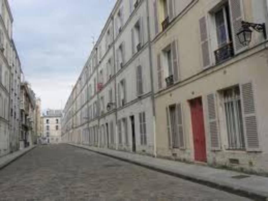 charmant 2 pieces montparnasse apartments for rent in paris le de france france. Black Bedroom Furniture Sets. Home Design Ideas