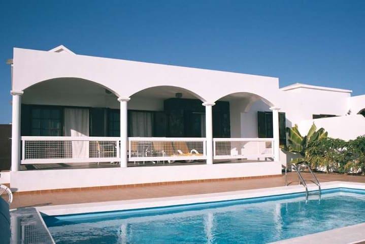 Villa PAXAMI in Playa Blanca for 6  - Platja Blanca - Casa de camp