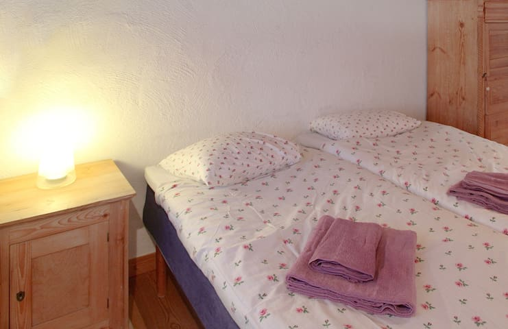 B&B, Café, Galleri: double room - Tryde - Bed & Breakfast