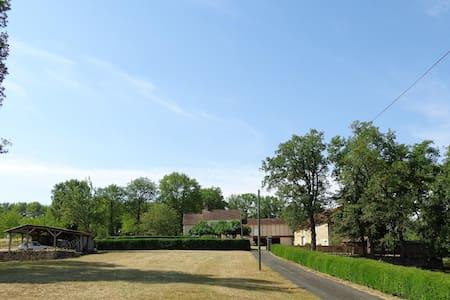 Domaine Laubaro in Azerat, Dordogne - Thenon - Villa