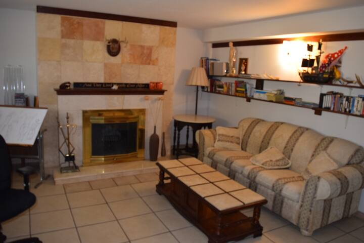 Small apartment,affordable transport from-to airpo - Saint Louis, County - Huis