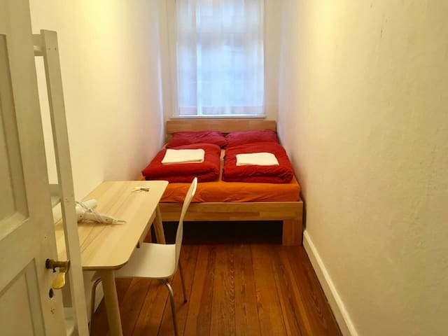 Small Room close to Central Station