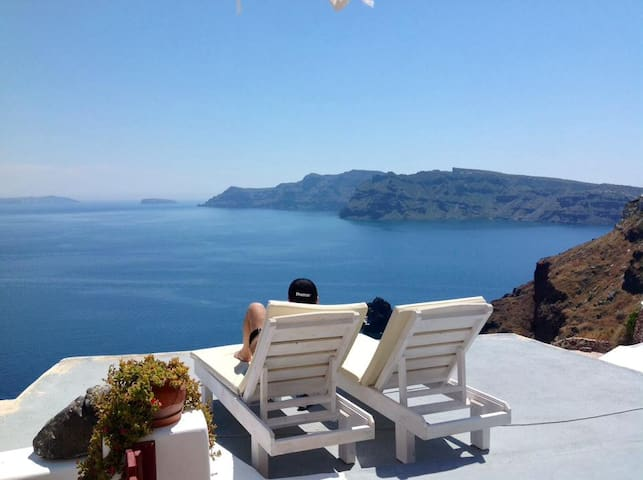 Cave house Oia Caldera Amazing view