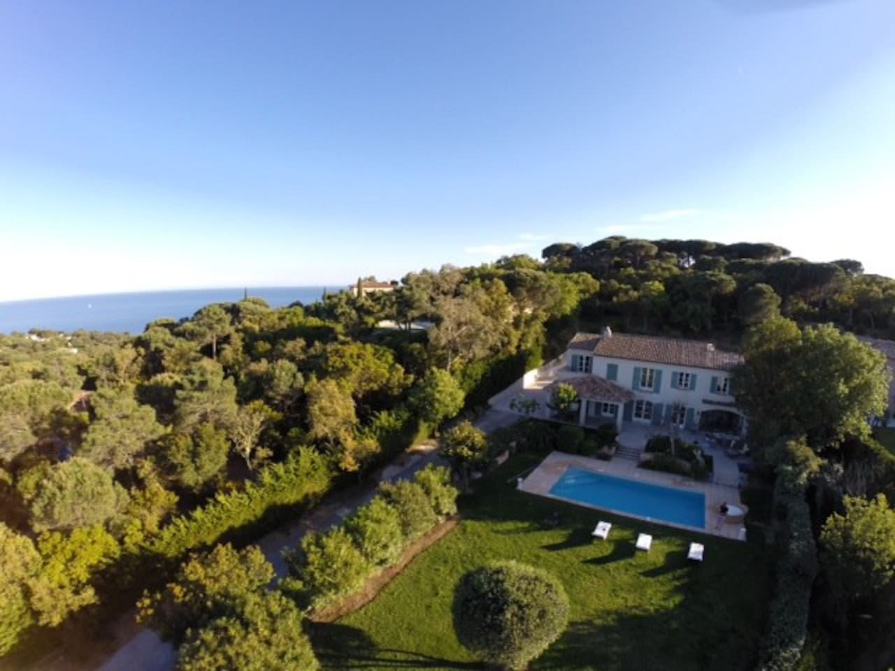 Air view of the property ; the sea is on left hand side