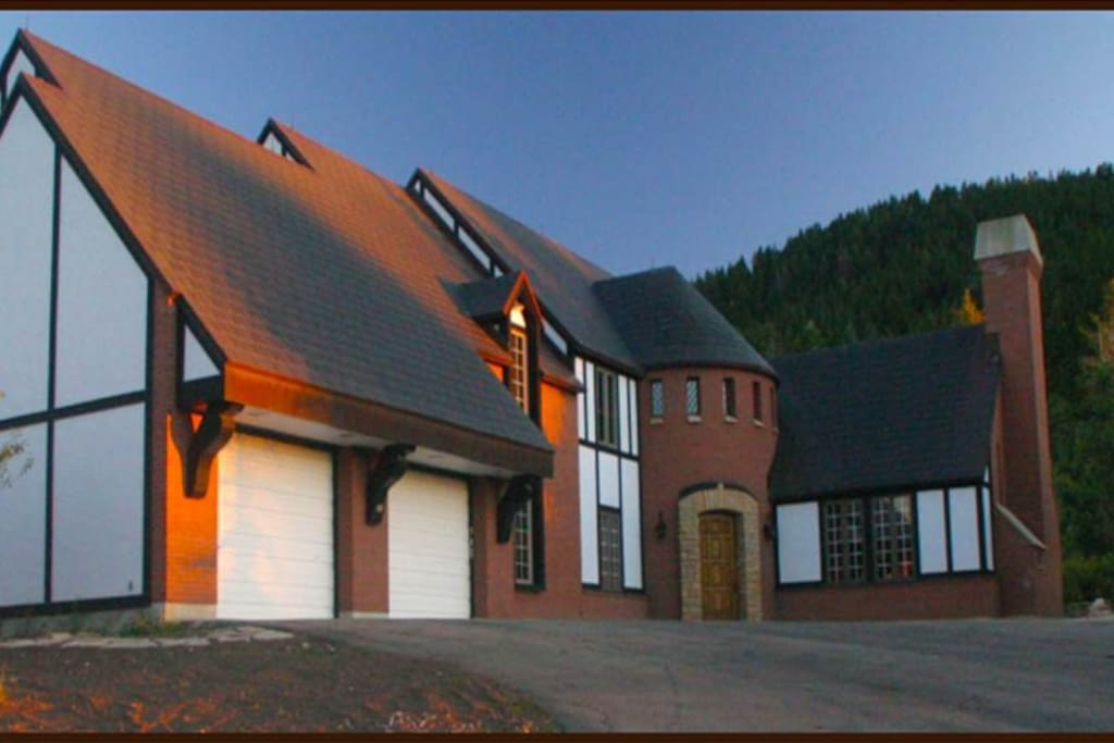 4800 Square feet of luxury on an acre estate