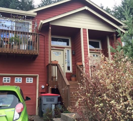 Classy townhome close to downtown. - McMinnville - Rekkehus